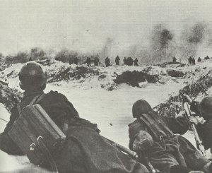 mortar squad supports Soviet infantry