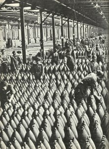 Women as workers in a British munitions factory
