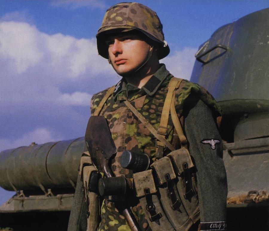 Waffen-SS Uniforms > WW2 Weapons