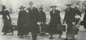 valet's and maidservants leaving the Berliner Schloss