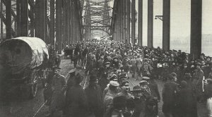 German troops marching back on the Rhine bridge