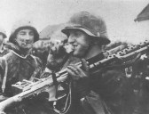 MG34 machine-gunner from 'Reich'