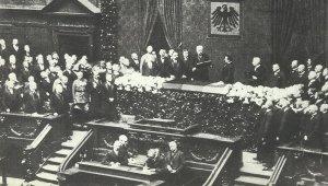 Hindenburg sworn in Reich President
