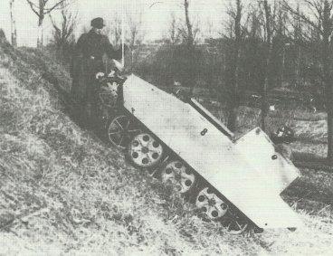 Mittlerer Ladungsträger 'Springer' with driver