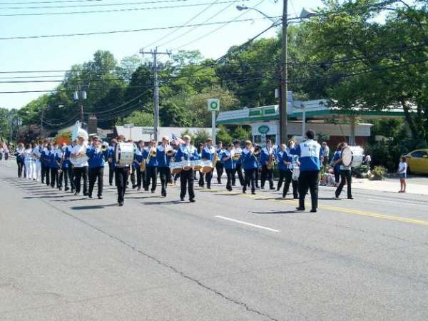 Darien High School's Blue Wave Band played the Battle ...