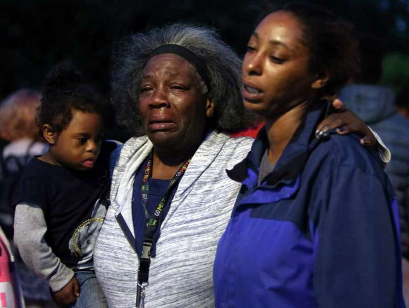 Charleena Lyless Aunt Laurie Davis And Oldest Sister Monika Williams Hold Each Other As Several Dozen