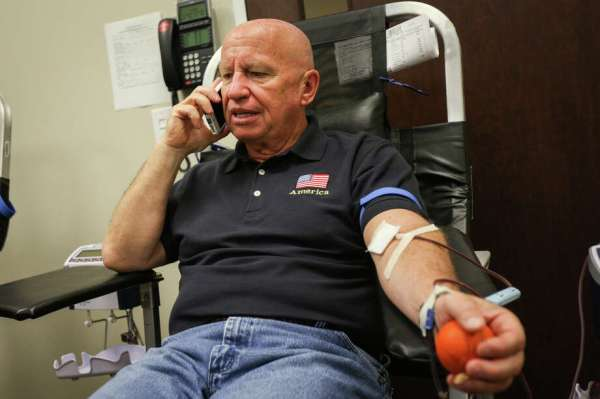 Veterans, elected officials donate blood to help Las Vegas ...