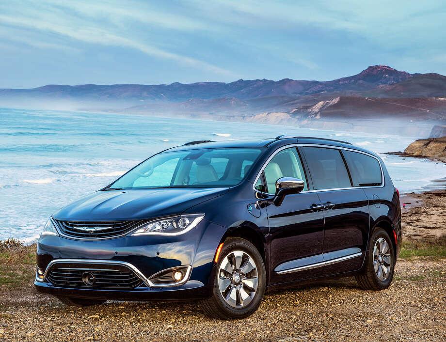 Chrysler Pacifica : Plug-in Hybrid Minivan Starts At