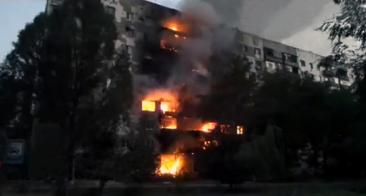 Burning_apartment_building_in_Shahtersk,_August_3,_2014