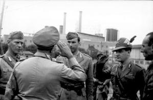 Bundesarchiv_Bild_101I-304-0604A-30,_Italien,_italienische_Kriegsgefangene