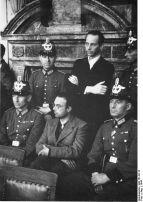 424px-Bundesarchiv_Bild_151-02-12,_Volksgerichtshof,_Albrecht_von_Hagen,_Peter_Graf_York_von_Wartenburg
