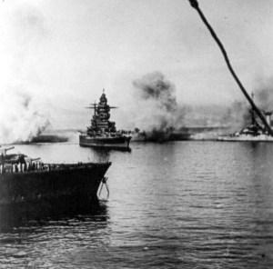 Croiseur_de_bataille_Strasbourg_03-07-1940
