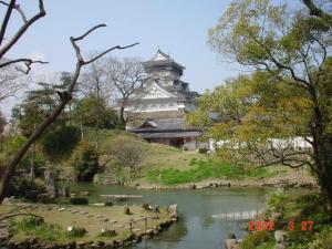 Kokura_castle_from_the_Japanese_garden