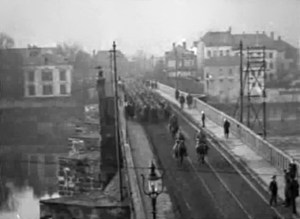 US_troops_on_Roman_bridge_01_Trier_1918