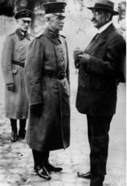 417px-Bundesarchiv_Bild_183-1989-0718-501_Gustav_Noske_und_Walter_Lüttwitz-209x300