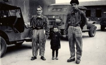 28345771_josef_schleifstein_poses_with_two_survivors_at_buchenwald