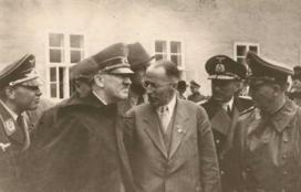 Henrich_Focke_with_the_Fuehrer (1)