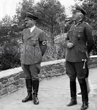 adolf-hitler-with-werner-von-blomberg-1936-fd82ww