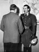 adolf-hitler-adolf-galland-and-officers-of-the-air-force-1944-C45BXB