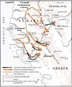 Flèche noir, attaque italienne. Flèche marron, contre attaque grecque