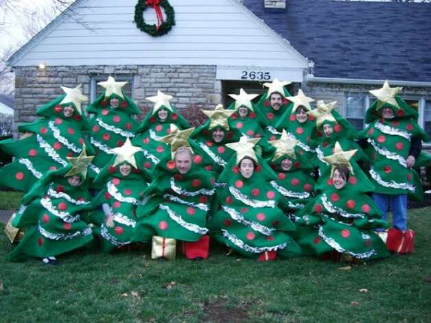 The execution on these homemade costumes is admirable.  Photo: Courtesy AwkwardFamilyPhotos.com / SL