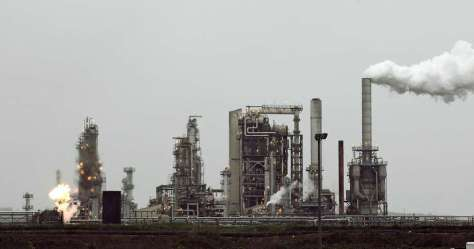 A pending fight over low-carbon fuel standards could hinge on how they affect the state's cap-and-trade system for carbon emissions. Photo: Ted S. Warren, AP