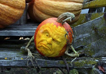 真的猛男,用南瓜雕刻人物头像