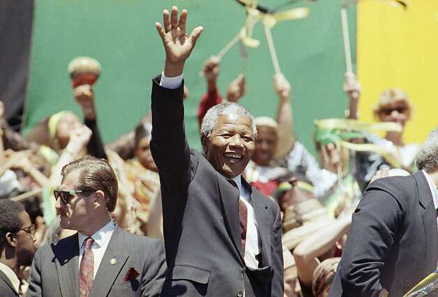 Nelson Mandela waved to the capacity crowd that greeted him at the Oakland Coliseum shortly after his release from a South African prison in 1990. Photo: Sarah Fawcett, ASSOCIATED PRESS