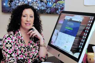 Sandy Castillo, a self-employed consultant, shows the Affordable Care Act website where she was able to get help in acquiring health insurance. Photo: Â Tony Bullard 2014, Freelance Photographer / © 2014 Tony Bullard