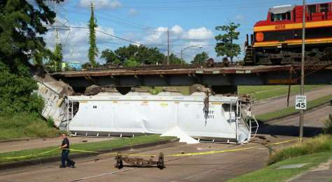 Thursday's derailment of two train cars along Old Katy Road forced traffic to be detoured while authorities investigated and brought in crews to lift the cars back onto the tracks. Photo: Cody Duty, Staff / © 2015 Houston Chronicle