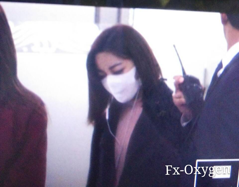 9856711c7009 151105 f(x)   Gimpo Airport (Back from Beijing)  1