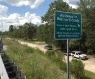 843x699 Long access road to river on northwest side of bridge., in Berrien Beach at GA 168 on the Alapaha River, by Bret Wagenhorst, for WWALS.net, 14 September 2014