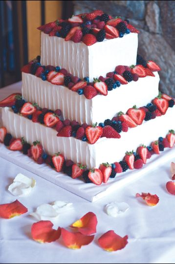 Graul s Market   Wedding Cake   Towson  MD   WeddingWire     800x800 1376751569979 232323232fp5376nu83646234wsnrcg35974794325nu0mrj   800x800 1376751761643 wedding cake with fresh fruit