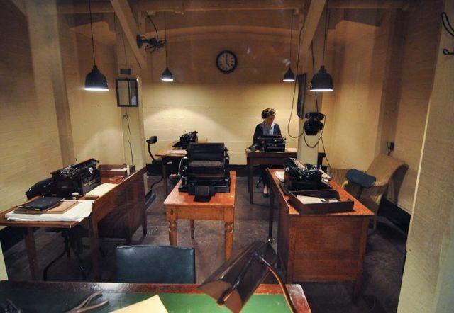 Рабочие места секретарей.