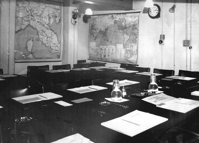 Комната совещаний начальников штабов во время войны.