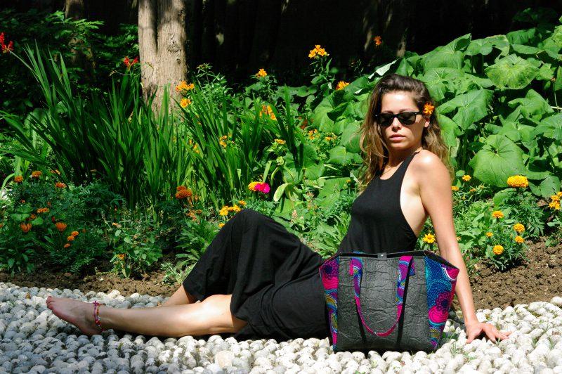 Nouveau sac en Piñatex et wax africain, le fameux cuir d'ananas sublimé par le made in France. Vegan et éthique en Noir et Rose Ellipse.
