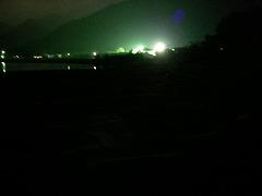 r:浜に漏れる光