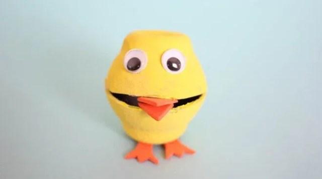 manualidades-para-ninos-de-3-a-5-anos-pollito-con-carton-de-huevos