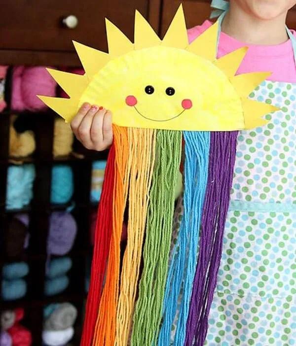 manualidades-para-ninos-faciles-y-divertidas-sol-arcoiris-con-platos-de-plastico