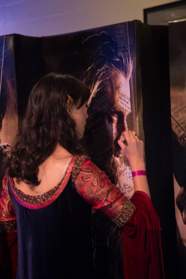 'Arwen' signing the standee