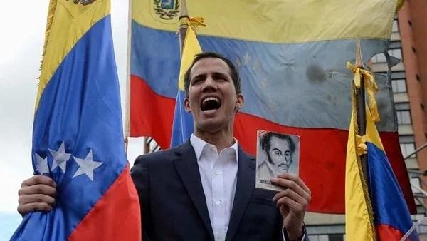 Guaidó se proclamó presidente interino de Venezuela(Photo by Federico PARRA / AFP)