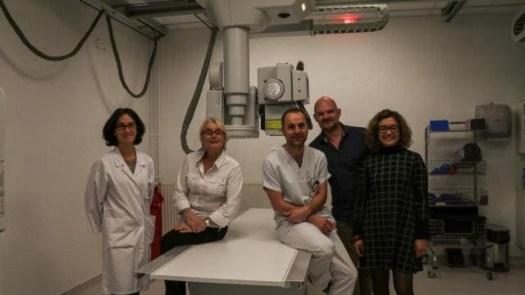 Cécile Leray, chef du pôle support clinique ; Cécile Descloquemant, chef du service d'imagerie ; Hervé Bouche, manipulateur radiologie ; Éric Arnaud, médecin urgentiste et Caroline Quelard, cadre.