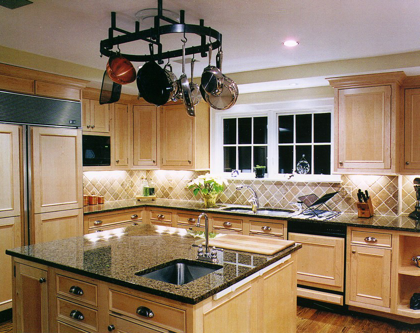 1000+ images about Kitchens on Pinterest   Shaker cabinets ... on Kitchen Tile Backsplash Ideas With Maple Cabinets  id=92696