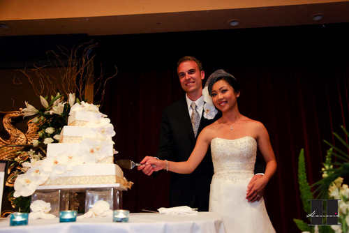 With This Wing: Cake Cutting :  wedding pictures pro pics recap san diego Recepti030 Recepti030