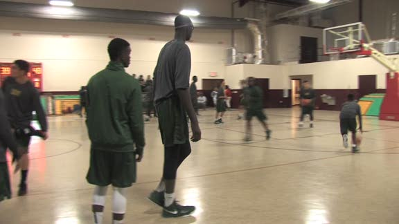 New Video: 7-foot-5 high school basketball sensation Tacko ...