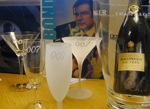 Dry Martini  Champagne glass  each $55, Pris 398:-