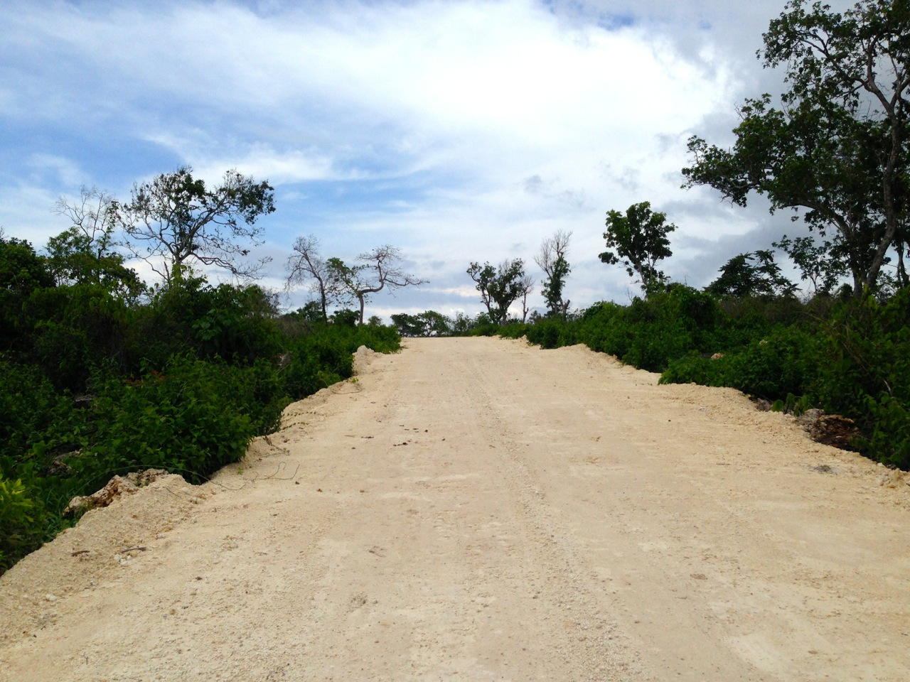 sumba-tambolaka-cliff-for-sale-access-road