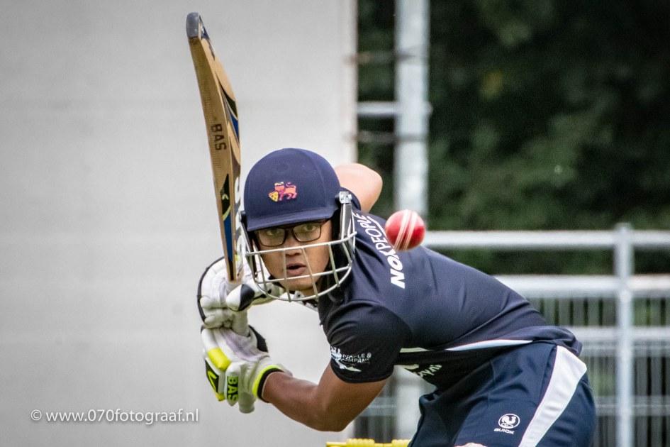 Jay Bista van Quick bat in volle concentratie tegen HBS
