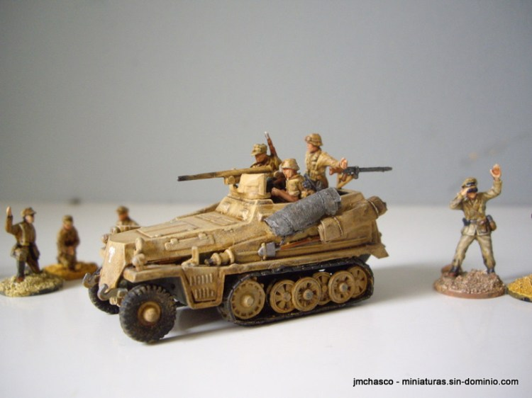 Sd Kfz 250/10 with Revell crew