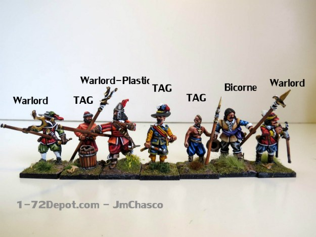 Warlord Plastic and Bicorne are quite big for the scale, while Warlord Metal and TAG are the smaller in the batch. In the middle, a guy from the Krakow Militia by TAG